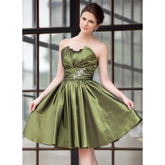 A-Line/Princess Scalloped Neck Knee-Length Taffeta Homecoming Dress With Ruffle Beading