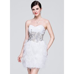A-Line/Princess Sweetheart Short/Mini Sequined Feather Homecoming Dress With Lace Beading