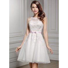 A-Line/Princess Scoop Neck Knee-Length Lace Wedding Dress With Sash Bow(s)