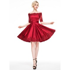 A-Line/Princess Off-the-Shoulder Knee-Length Satin Cocktail Dress With Appliques Lace (016081120)