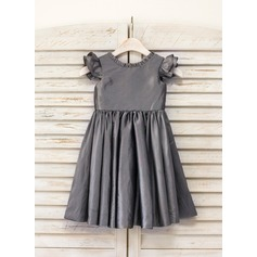 A-Line/Princess Knee-length Flower Girl Dress - Taffeta Short Sleeves Scoop Neck With Ruffles