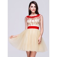 A-Line/Princess Scoop Neck Short/Mini Tulle Homecoming Dress With Beading Flower(s) Sequins