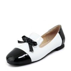Women's Patent Leather Flat Heel Flats Closed Toe With Bowknot shoes (086154569)