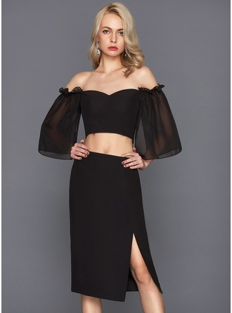 Linjeform Off-the-Shoulder Knelengde Chiffong Cocktailkjole