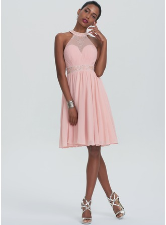 A-Line/Princess Scoop Neck Knee-Length Chiffon Homecoming Dress With Ruffle Beading Sequins