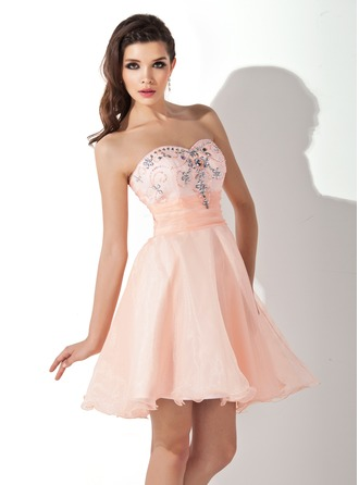 A-Line/Princess Sweetheart Short/Mini Organza Homecoming Dress With Ruffle Beading