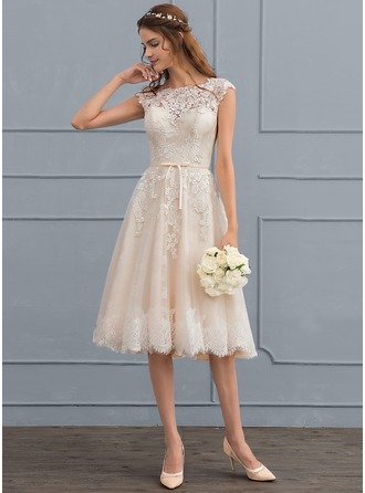 Scoop Neck Knee-Length Tulle Lace Wedding Dress With Bow(s)