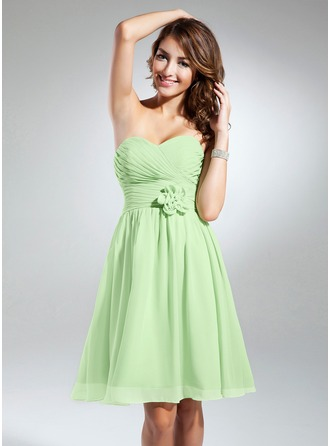 Sweetheart Knee-Length Chiffon Bridesmaid Dress With Ruffle Flower(s)