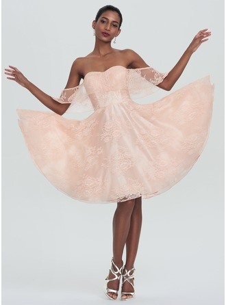 A-Line/Princess Off-the-Shoulder Knee-Length Lace Homecoming Dress