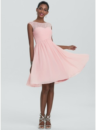 A-Line/Princess Scoop Neck Knee-Length Chiffon Homecoming Dress With Ruffle Lace Beading Sequins