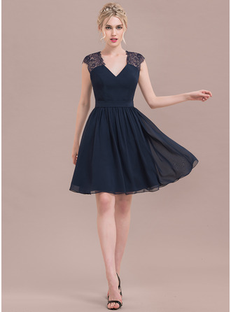 A-Line/Princess V-neck Knee-Length Chiffon Lace Cocktail Dress