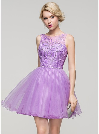 A-Line/Princess Scoop Neck Short/Mini Tulle Cocktail Dress With Beading Sequins