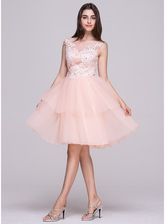 A-Line/Princess Scoop Neck Knee-Length Tulle Homecoming Dress With Lace Beading Sequins