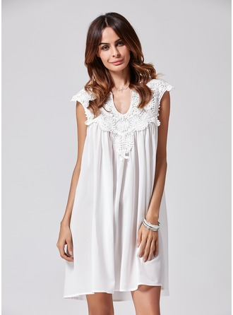 A-Line/Princess V-neck Knee-Length Polyester Cocktail Dress With Lace