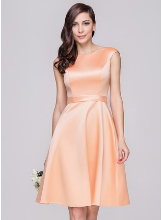 A-formet/Prinsesse Off-the-Shoulder Knelengde Satin Brudepikekjole