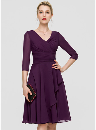 V-neck Knee-Length Chiffon Cocktail Dress With Ruffle Lace Sequins