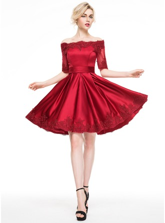 A-Line/Princess Off-the-Shoulder Knee-Length Satin Cocktail Dress With Appliques Lace