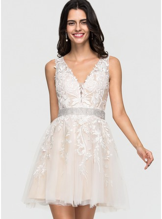 A-Line/Princess V-neck Short/Mini Tulle Homecoming Dress With Lace Beading