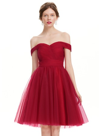 A-Line/Princess Off-the-Shoulder Knee-Length Tulle Prom Dress With Ruffle