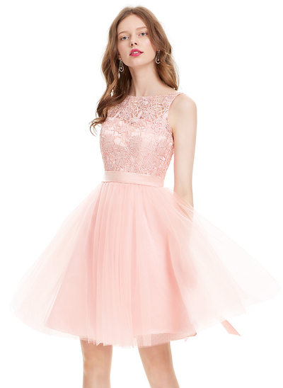 A-Line/Princess Scoop Neck Knee-Length Tulle Homecoming Dress With Bow(s)