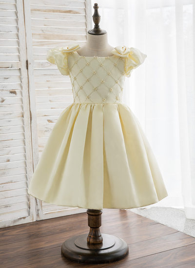A-Line/Princess Knee-length Flower Girl Dress - Satin Short Sleeves Scoop Neck With Beading
