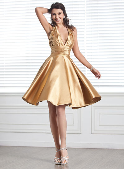 A-Line/Princess Halter Knee-Length Charmeuse Homecoming Dress With Ruffle Beading