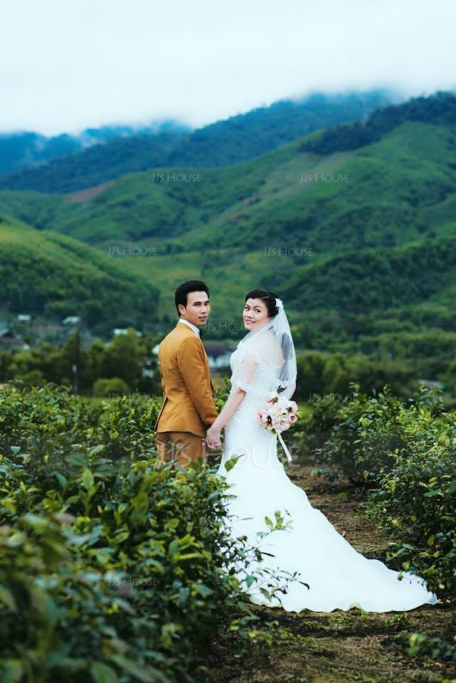 Trumpet/Mermaid Sweetheart Chapel Train Satin Organza Wedding Dress With Embroidered Beading (002000554)