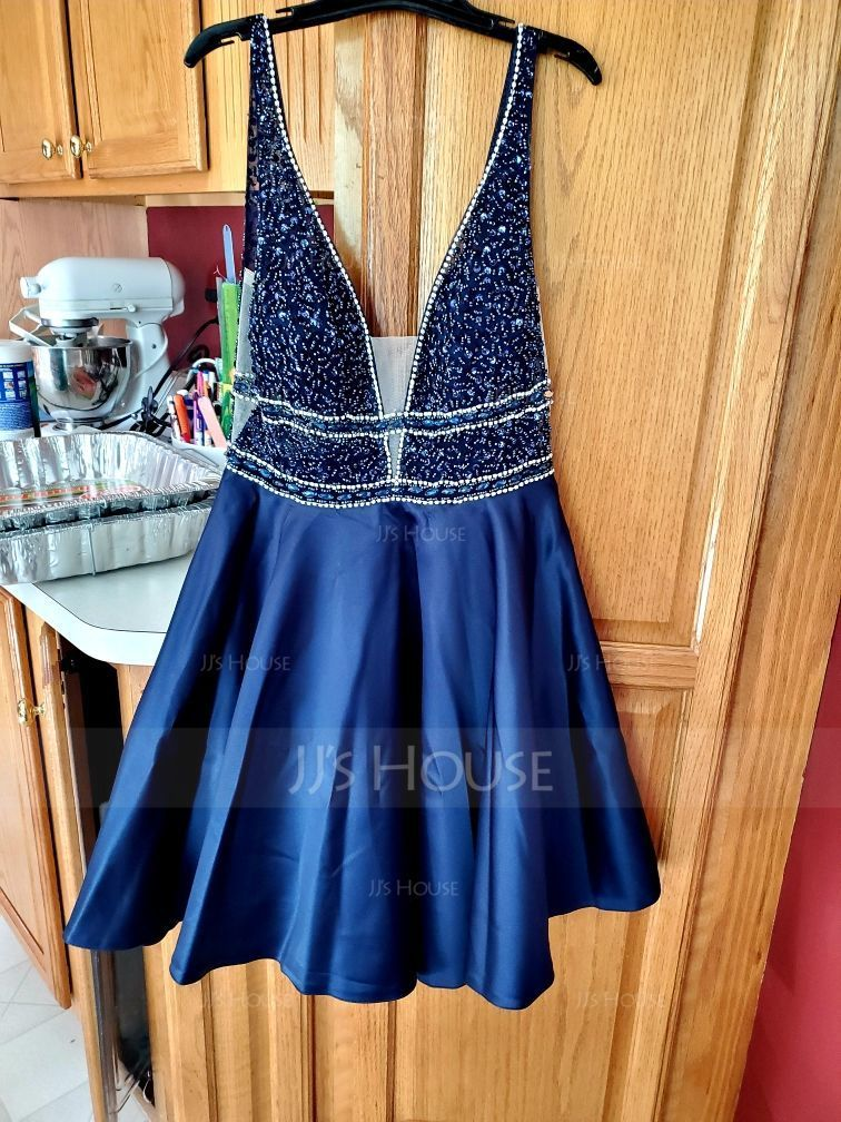 A-Line V-neck Short/Mini Satin Homecoming Dress With Beading Sequins (022203146)
