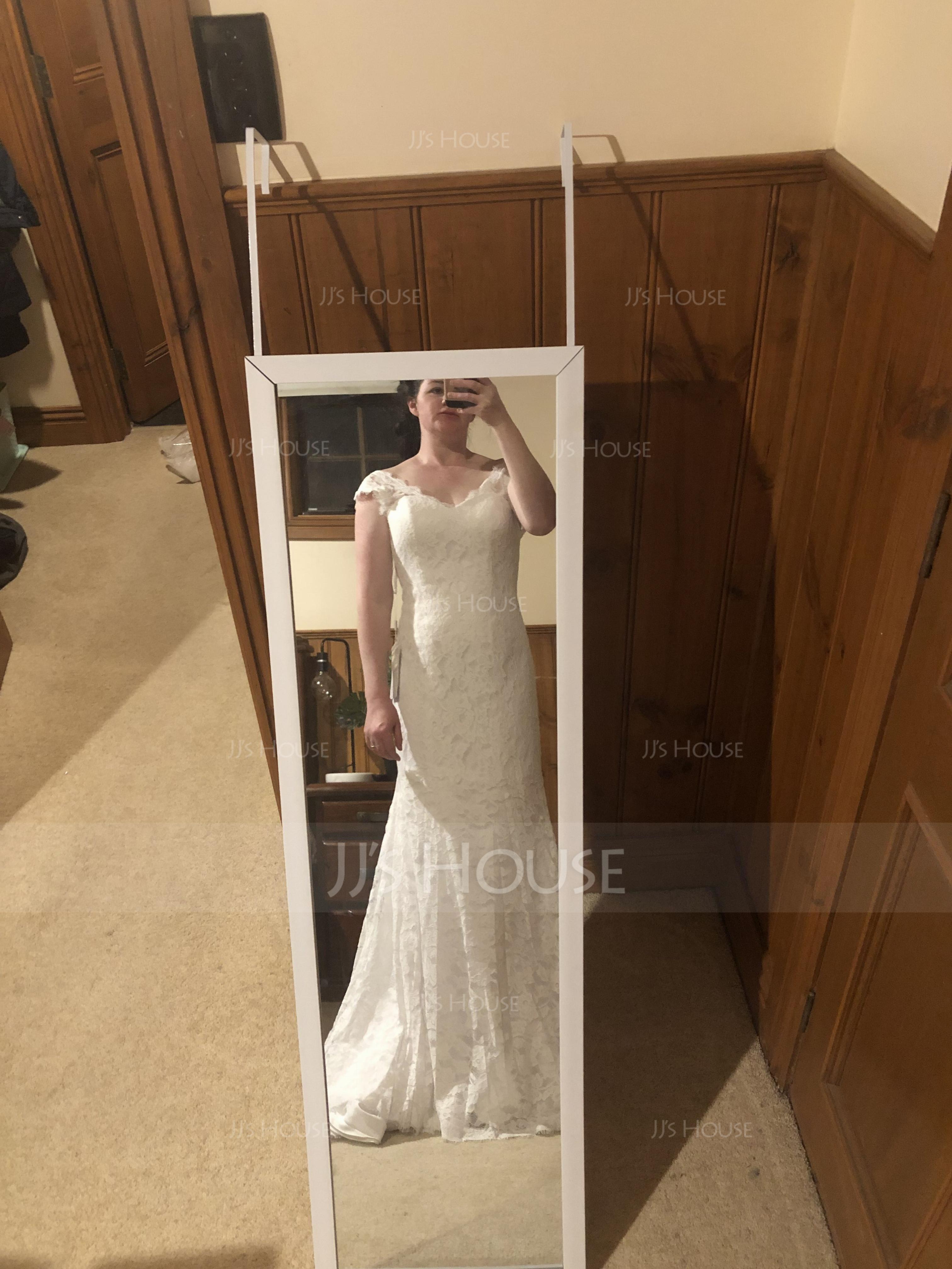 Trumpet/Mermaid V-neck Court Train Lace Wedding Dress (002118442)