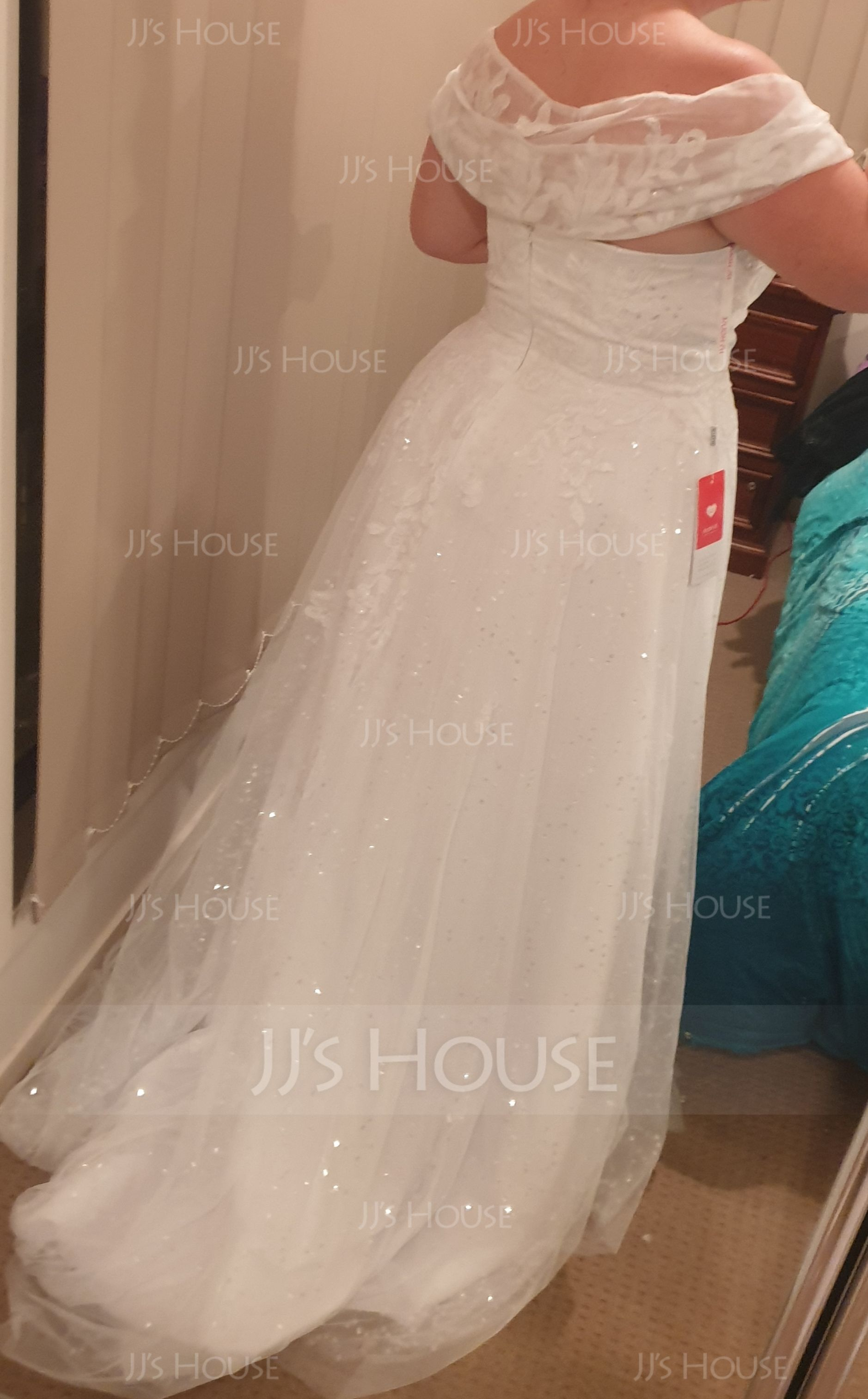 A-Line Off-the-Shoulder Off-the-Shoulder Sweep Train Tulle Wedding Dress With Sequins (002235190)