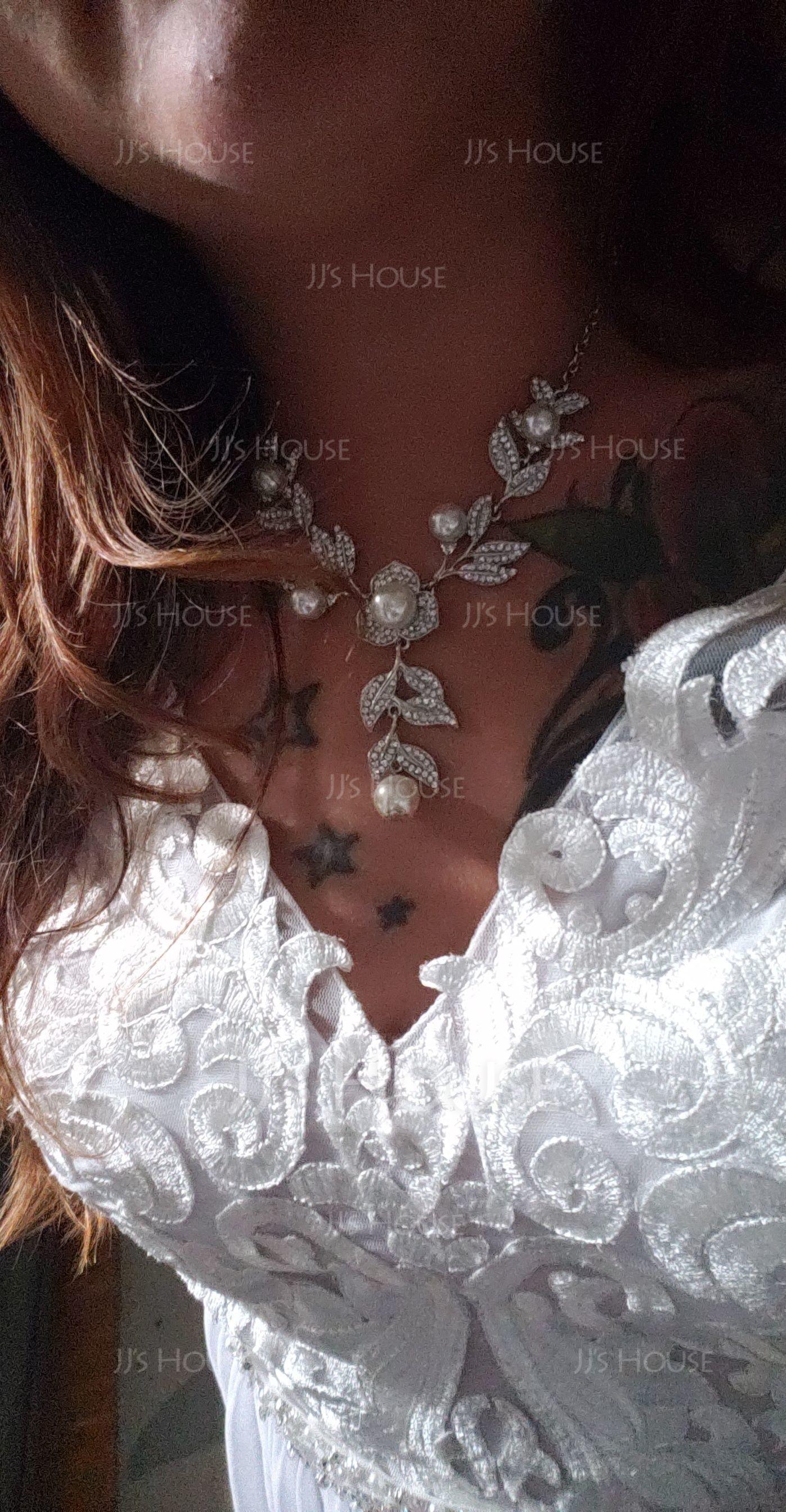 A-linjainen/Prinsessa V-kaula-aukko Ylipitkä/Laahus Sifonki Morsiuspuku jossa Helmikoristelu Paljetit Halkio edessä (002134406)