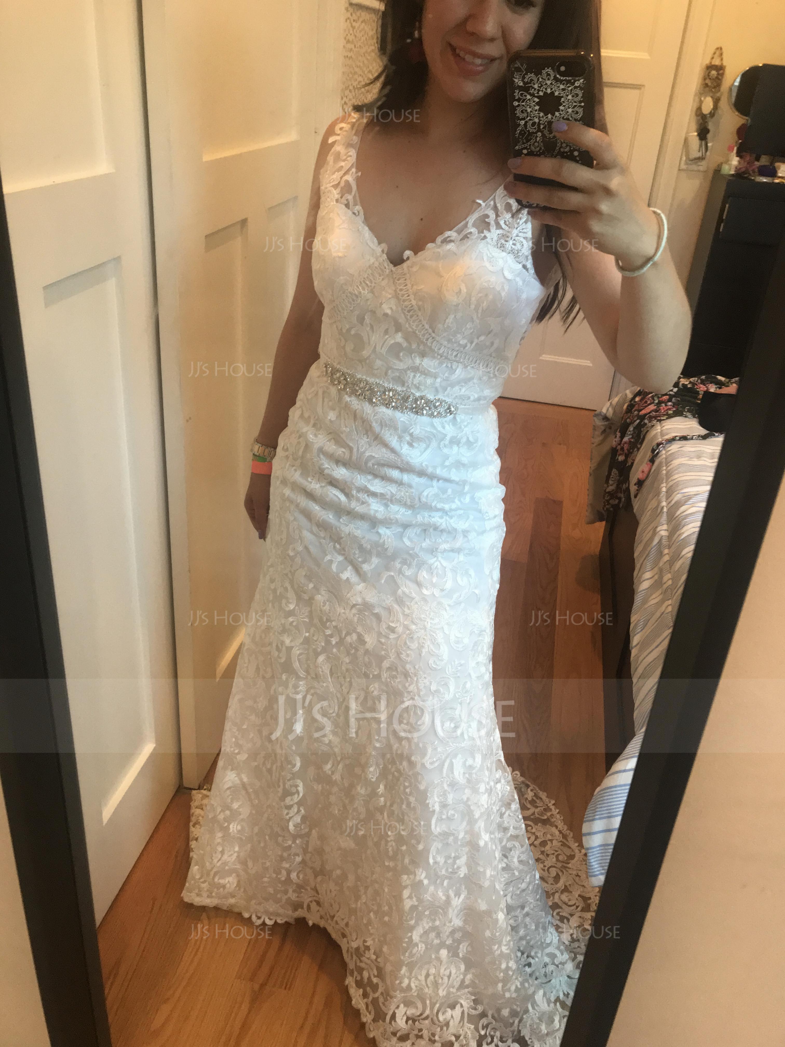 Trumpet/Mermaid V-neck Sweep Train Lace Wedding Dress (002134401)