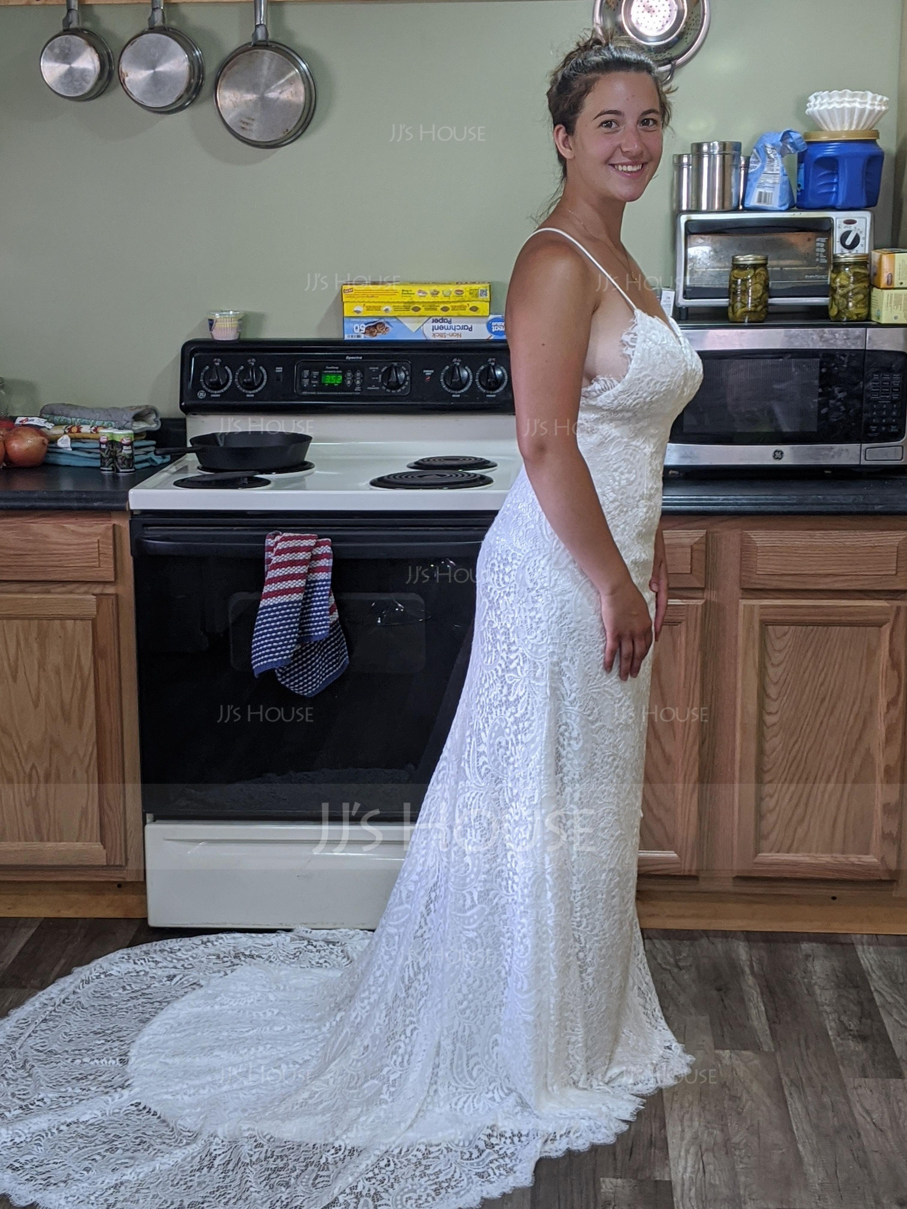 Trumpet/Mermaid V-neck Court Train Lace Wedding Dress (002117759)